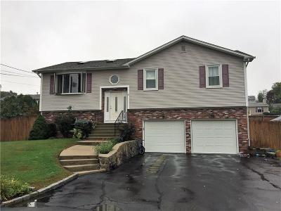 Johnston Single Family Home For Sale: 3 Bartlett Dr