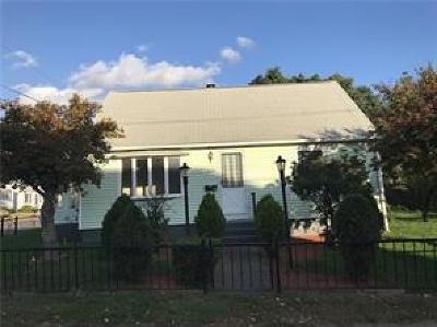 Pawtucket Single Family Home For Sale: 539 York Av