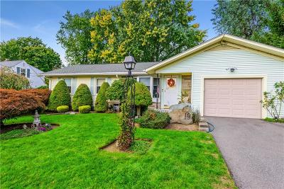 Cumberland Single Family Home For Sale: 19 Redwood Dr