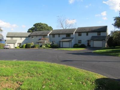 Newport County Condo/Townhouse For Sale: 4 Fox Run Rd