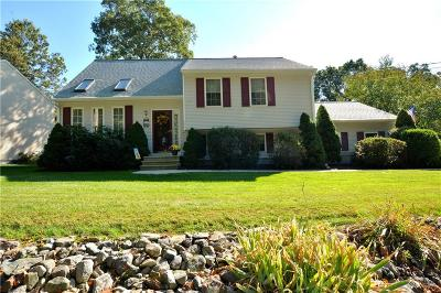 Cumberland Single Family Home For Sale: 157 Lonsdale Farm Rd
