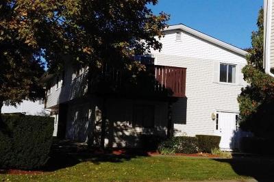 Warwick Condo/Townhouse For Sale: 223 Duxbury Ct