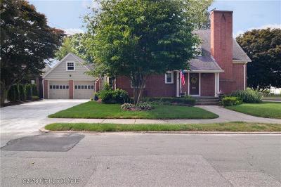 North Providence Single Family Home For Sale: 110 Olney Av