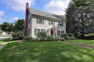 East Providence Single Family Home For Sale: 81 Catlin Av