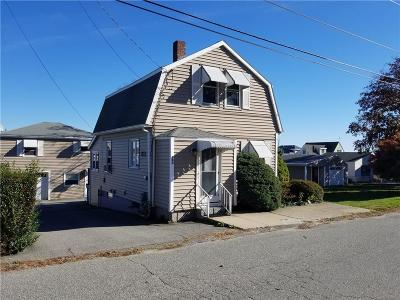 Portsmouth Single Family Home For Sale: 22 Narragansett Av