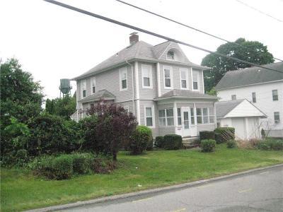 Johnston Single Family Home For Sale: 15 School St