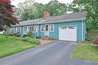 North Kingstown Single Family Home For Sale: 39 Peachtree Rd