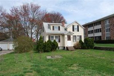 Bristol County Single Family Home For Sale: 622 Metacom Av