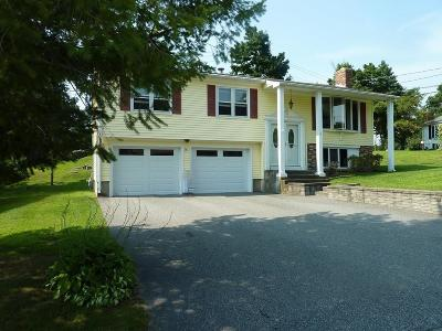 Smithfield RI Single Family Home For Sale: $279,000