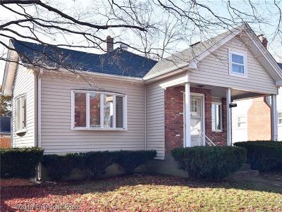 Pawtucket Single Family Home For Sale: 39 Robert St