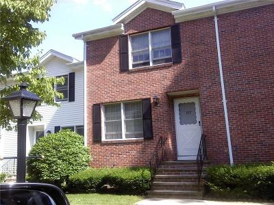 North Providence Condo/Townhouse For Sale: 157 Oak Park Dr, Unit#157 #157