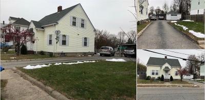 Cranston Single Family Home For Sale: 33 Pleasant St
