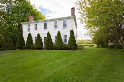 Portsmouth Single Family Home For Sale: 253 East Main Rd