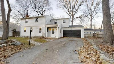 East Providence Single Family Home For Sale: 26 Stoneham Dr