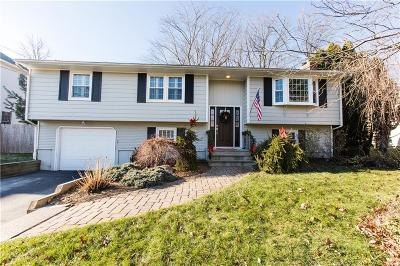 Cranston Single Family Home For Sale: 92 Canonchet Trl