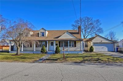 Pawtucket Single Family Home For Sale: 137 Maplecrest Dr