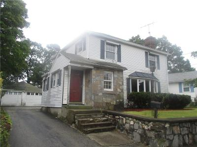 Pawtucket RI Single Family Home For Sale: $169,900