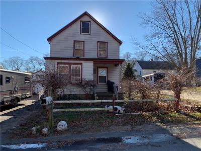 Newport County Single Family Home For Sale: 60 Farnum St