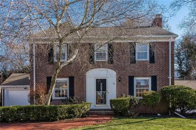 Pawtucket Single Family Home For Sale: 64 Capwell Av