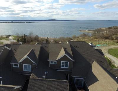 Newport County Condo/Townhouse For Sale: 71 Waters Edge