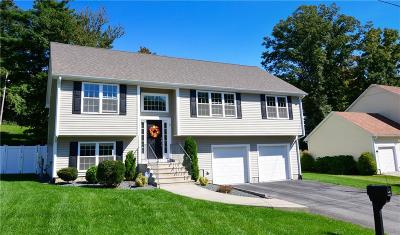 Cumberland Single Family Home For Sale: 8 Hickory Rd