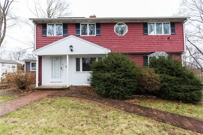 Warwick Single Family Home For Sale: 215 Rocky Point Av