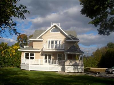 Westerly Single Family Home For Sale: 173 Watch Hill Rd