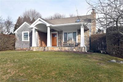 South Kingstown Single Family Home For Sale: 364 Carpenter Dr