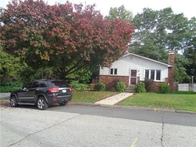 Cranston Single Family Home For Sale: 67 Plaza St