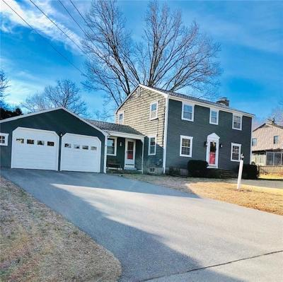 Bristol County Single Family Home For Sale: 4 Echo Farm Dr