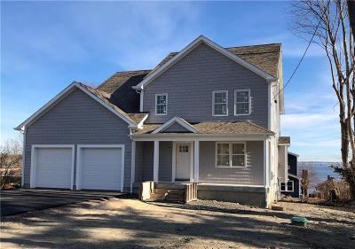 Bristol County Single Family Home For Sale: 17 Coggeshall Av