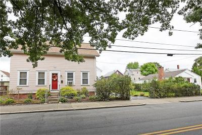 Providence County Single Family Home For Sale: 307 Sayles Av