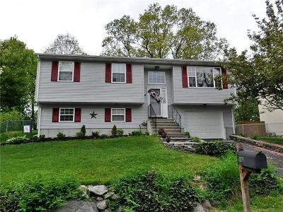 West Warwick Single Family Home For Sale: 16 Saddlebrook Dr