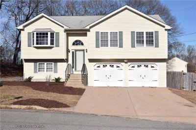 West Warwick Single Family Home For Sale: 15 Pond View Dr