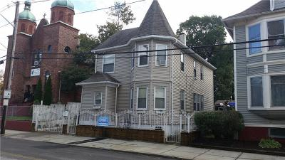 Single Family Home For Sale: 640 Public St