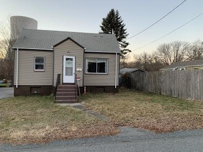 Somerset MA Single Family Home For Sale: $179,900