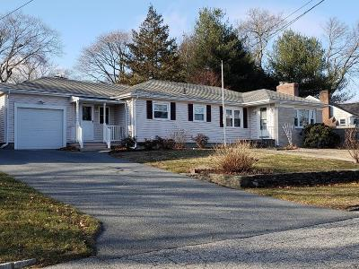 Cranston Single Family Home For Sale: 44 Chatham Rd