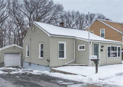 Woonsocket Single Family Home For Sale: 190 Aylsworth Av