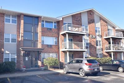 East Providence Condo/Townhouse For Sale: 29 Bullocks Point Av, Unit#7b #7B