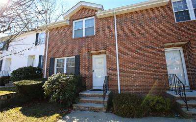 North Providence Condo/Townhouse For Sale: 124 Forestwood Dr, Unit#8c #8C