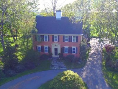Portsmouth Single Family Home For Sale: 697 Middle Rd