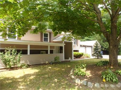 North Kingstown Single Family Home For Sale: 25 West Hill Ct