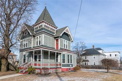 Woonsocket Single Family Home For Sale: 73 Andrews St