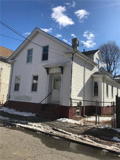 Providence County Single Family Home For Sale: 52 Maple St
