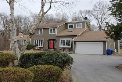 Johnston Single Family Home For Sale: 146 Winsor Av