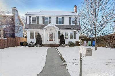 Warwick Single Family Home For Sale: 583 Narragansett Pkwy