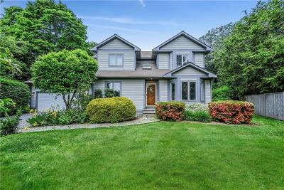 Tiverton Single Family Home For Sale: 47 South Ct