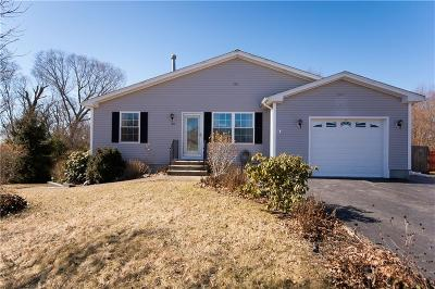 Bristol Single Family Home For Sale: 24 Hamlet Ct