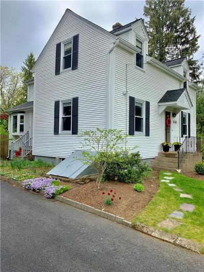 Seekonk Single Family Home For Sale: 330 Newman Av