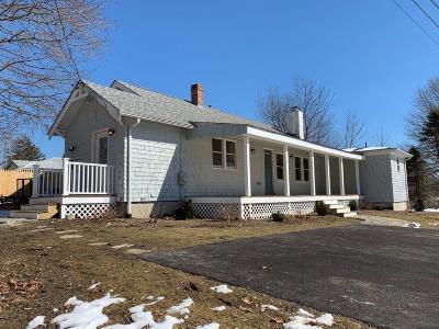 South Kingstown Single Family Home For Sale: 25 Hunt Av
